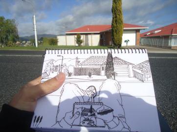 Sentado en la vereda antes de ir a trabajar (Te Puke)