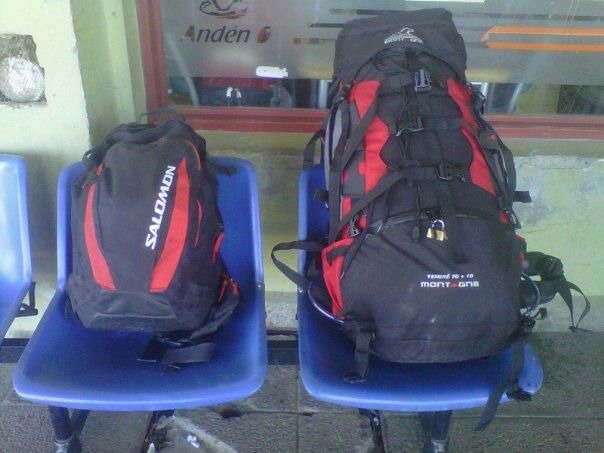 las mochilas listas para iniciar el viaje